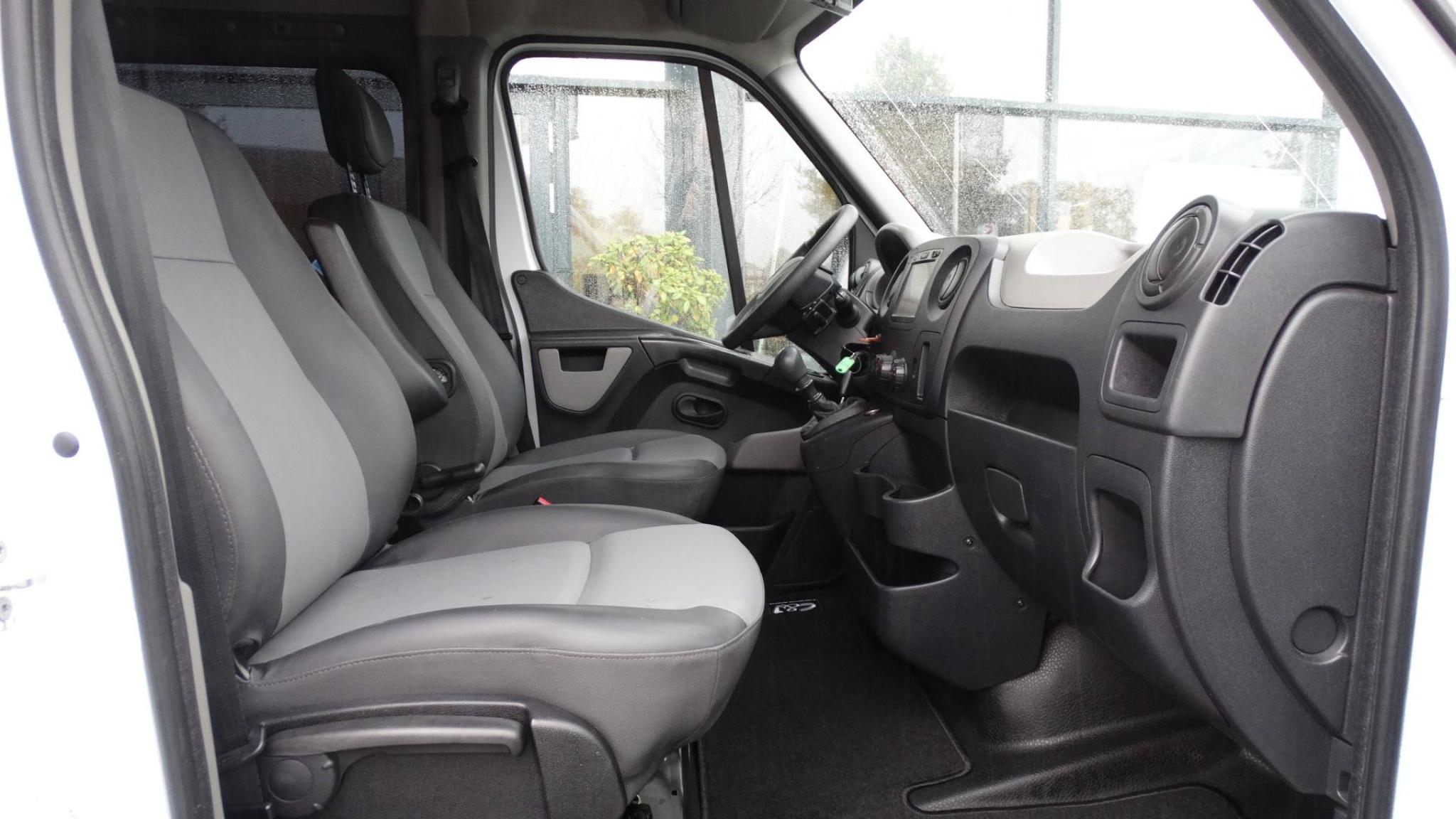 Opel-Movano-20