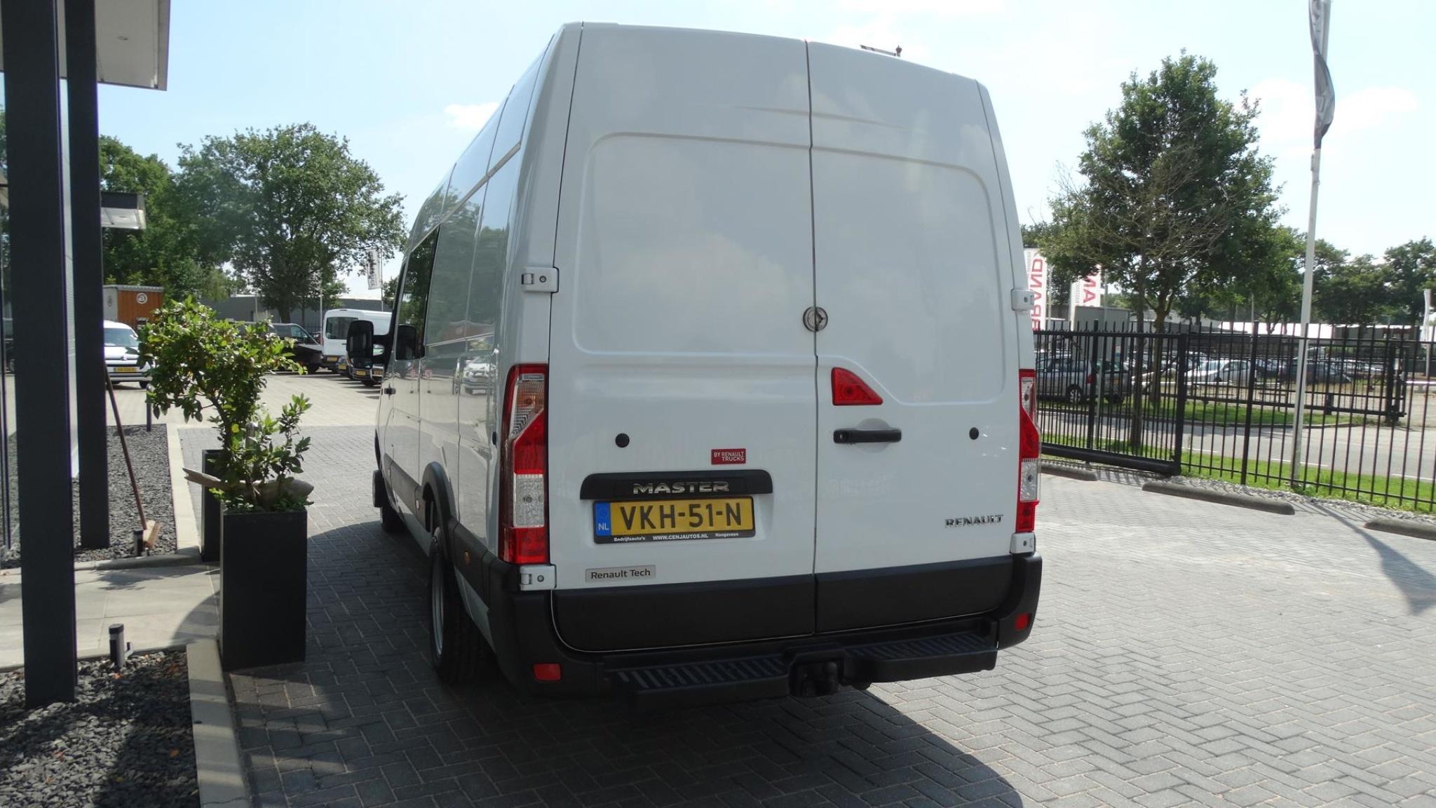 Renault-Master-5